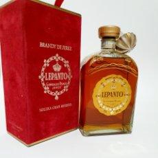 Coleccionismo de vinos y licores: BRANDY LEPANTO GONZALES BYASS CAJA ROJA ANTIGUA 70CL. Lote 184580987