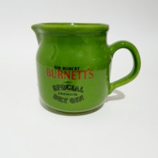 Coleccionismo de vinos y licores: JARRA ANTIGUA CERAMICA BURNETT'S ALTURA 11CM. Lote 184594962