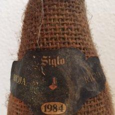 Coleccionismo de vinos y licores: BOTELLA VINO TINTO RIOJA SIGLO CRIANZA 1984. Lote 187211472