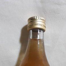 Coleccionismo de vinos y licores: BOTELLIN GUAJIRO- RON MIEL CANARIO 5CL.. Lote 188806288