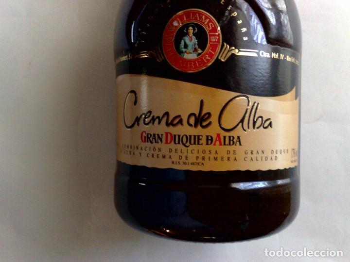 Coleccionismo de vinos y licores: BOTELLA CREMA SUPERIOR DE ALBA (70cl.) 17% vol.,GRAN DUQUE DE ALBA,SIN DESPRECINTAR - Foto 2 - 189611745