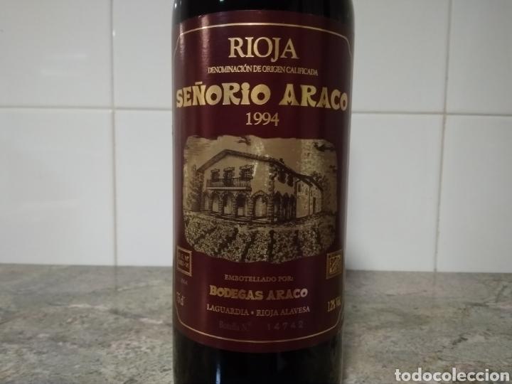 Coleccionismo de vinos y licores: Señorío de Araco. Botella de vino. Rioja 1994 - Foto 2 - 219337916