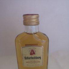 Coleccionismo de vinos y licores: SCHARLACHBERG MEISTERBRAND WEINBRAND 36% VOL. ALEMANIA. COLECCIÓN RARA. BOTELLA 0,1L LLENA SIN ABRIR. Lote 193414166