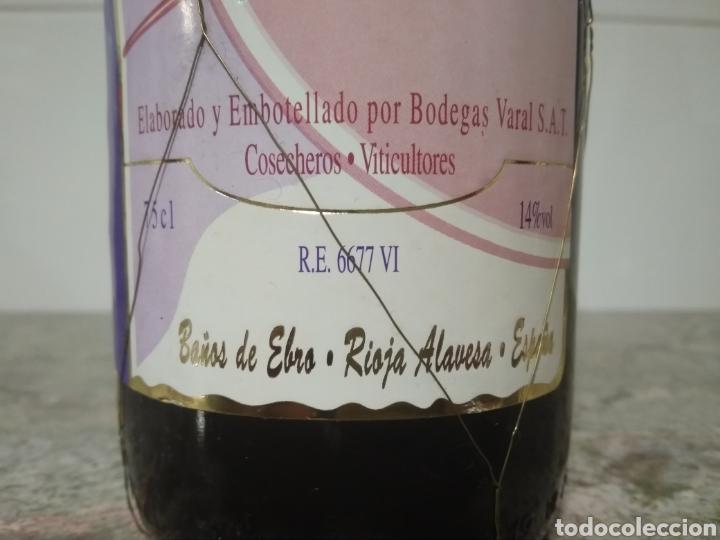 Coleccionismo de vinos y licores: Botella de vino de Rioja Alavesa 1993. Tinto selección. Serie limitada de 6600 botellas. - Foto 2 - 194162186