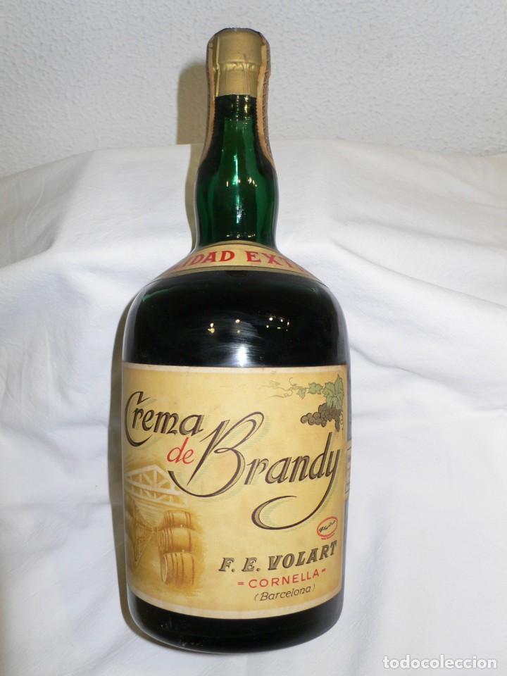 Coleccionismo de vinos y licores: ANTIGUA BOTELLA CREMA DE BRANDY F.E. VOLART - Foto 2 - 194221066