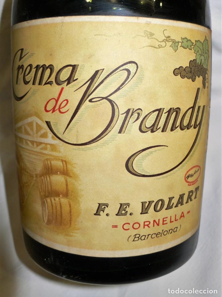 Coleccionismo de vinos y licores: ANTIGUA BOTELLA CREMA DE BRANDY F.E. VOLART - Foto 3 - 194221066