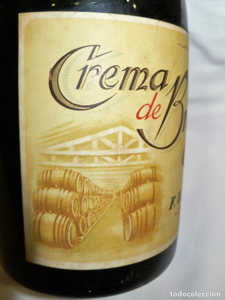 Coleccionismo de vinos y licores: ANTIGUA BOTELLA CREMA DE BRANDY F.E. VOLART - Foto 4 - 194221066