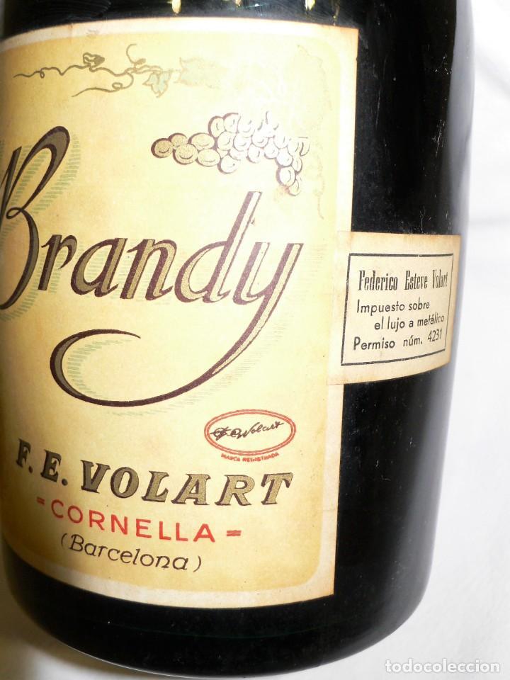 Coleccionismo de vinos y licores: ANTIGUA BOTELLA CREMA DE BRANDY F.E. VOLART - Foto 5 - 194221066
