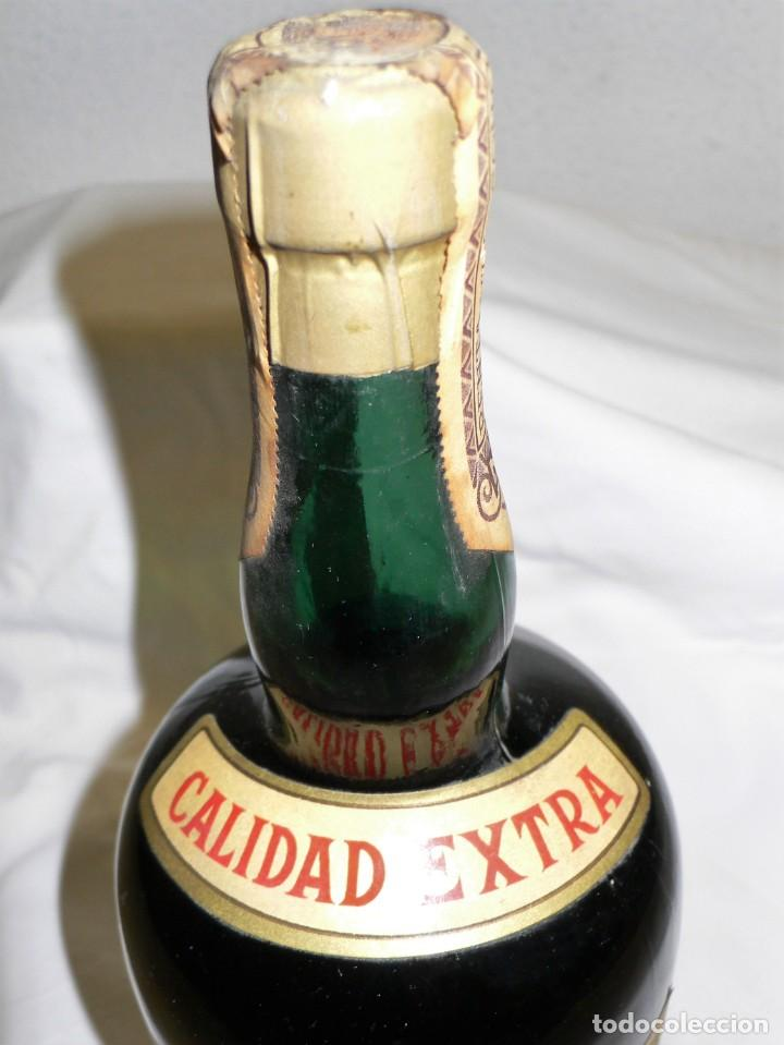 Coleccionismo de vinos y licores: ANTIGUA BOTELLA CREMA DE BRANDY F.E. VOLART - Foto 7 - 194221066
