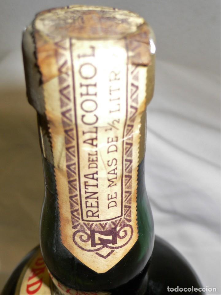 Coleccionismo de vinos y licores: ANTIGUA BOTELLA CREMA DE BRANDY F.E. VOLART - Foto 8 - 194221066