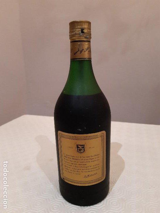 Coleccionismo de vinos y licores: BOTELLA MARTELL MEDAILLON COGNAC V.S.O.P. 70CL. ESTUCHE ORIGINAL CON COPAS REGALO. PRECINTADA. - Foto 3 - 194239878
