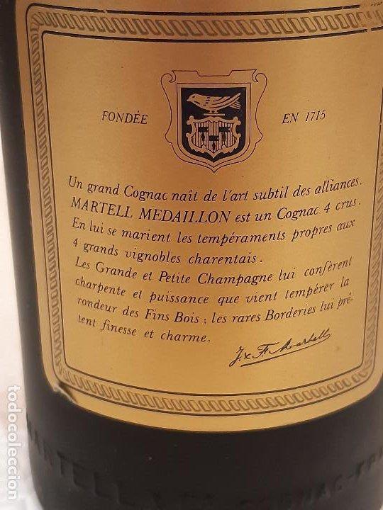 Coleccionismo de vinos y licores: BOTELLA MARTELL MEDAILLON COGNAC V.S.O.P. 70CL. ESTUCHE ORIGINAL CON COPAS REGALO. PRECINTADA. - Foto 5 - 194239878
