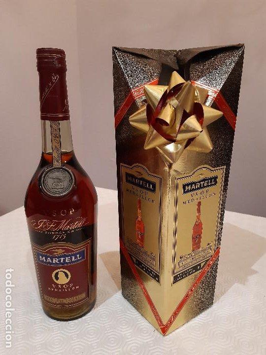 BOTELLA MARTELL MEDAILLON COGNAC V.S.O.P. 70CL. ESTUCHE ORIGINAL. PRECINTADA. (Coleccionismo - Botellas y Bebidas - Vinos, Licores y Aguardientes)