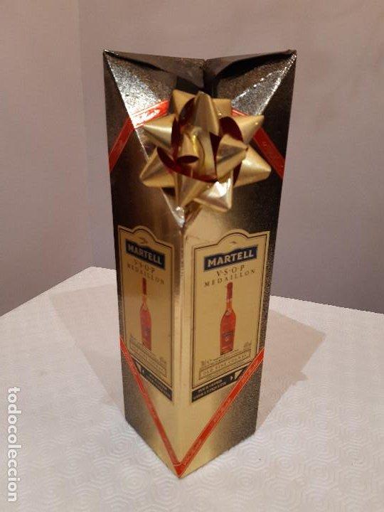 Coleccionismo de vinos y licores: BOTELLA MARTELL MEDAILLON COGNAC V.S.O.P. 70CL. ESTUCHE ORIGINAL. PRECINTADA. - Foto 9 - 194240468