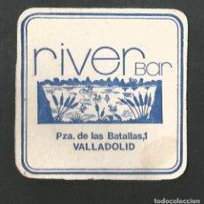 Coleccionismo de vinos y licores: POSAVASO RIVER BAR VALLADOLID. Lote 194345171