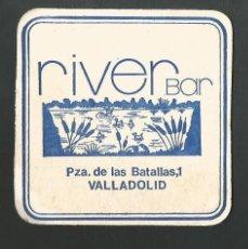 Coleccionismo de vinos y licores: POSAVASO RIVER BAR VALLADOLID. Lote 194345263
