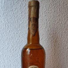 Coleccionismo de vinos y licores: KUMMEL BOTELLA PRECINTADA SELLO 0.80 CTS. FRANCISCO MOMPLET Y PRUNÉS JEREZ DE LA FRONTERA. Lote 194366340