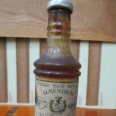 Coleccionismo de vinos y licores: ANTIGUO BOTELLIN, HORCHATA TRIPLE SUPERIOR DE ALMENDRAS.. Lote 194515077