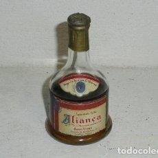 Coleccionismo de vinos y licores: ANTIGUO BOTELLÍN DE AGUARDENTE VELHA ALIANÇA. Lote 194530361