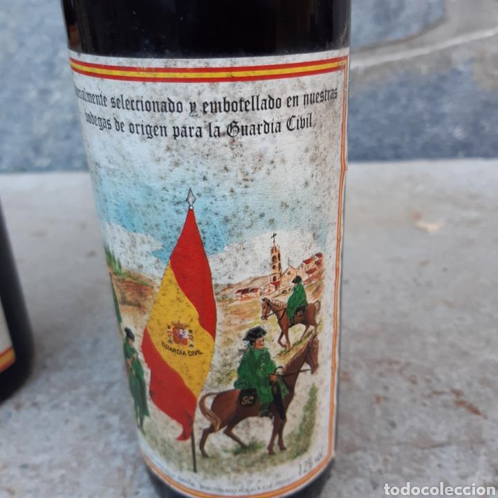 Coleccionismo de vinos y licores: Dos curiosas botellas de vino - Foto 2 - 194534033