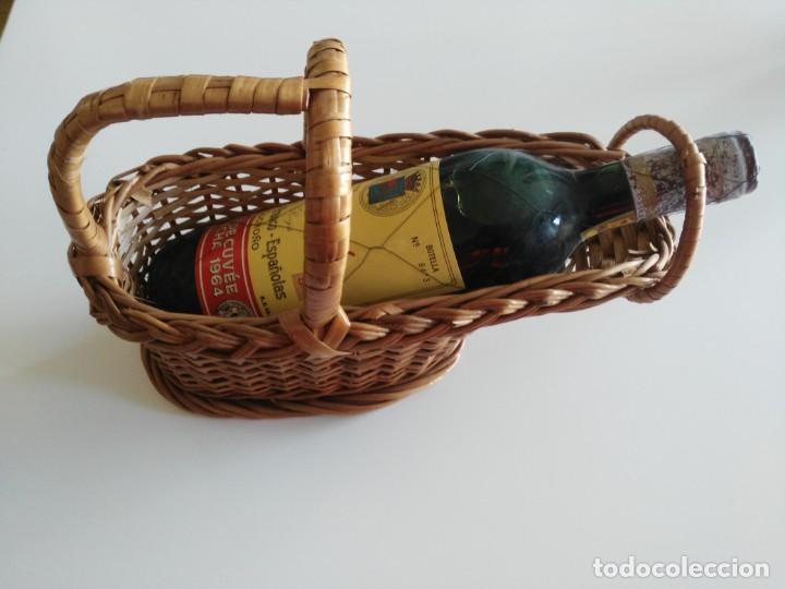 BOTELLA DE VINO ROYAL TÊTE DE CUVÊE COSECHA 1964 CON PRECINTO DE METAL Y CESTERA (Coleccionismo - Botellas y Bebidas - Vinos, Licores y Aguardientes)