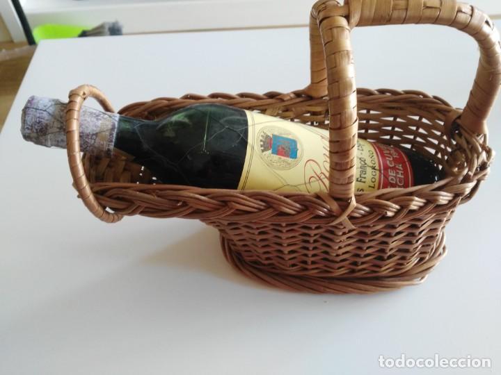 Coleccionismo de vinos y licores: Botella de vino ROYAL Tête de Cuvêe Cosecha 1964 con precinto de metal y cestera - Foto 2 - 194588402