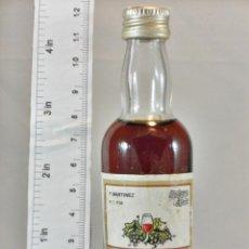 Coleccionismo de vinos y licores: BOTELLITA BOTELLIN MOSCATEL F. MARTINEZ ALICANTE. Lote 194678613