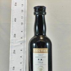Coleccionismo de vinos y licores: BOTELLITA BOTELLIN NECTAR P.X. DULCE SHERRY GONZALEZ BYASS JEREZ. Lote 194679108