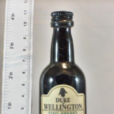 Coleccionismo de vinos y licores: BOTELLITA BOTELLIN DUKE OF WELLINGTON BODEGAS INTERNACIONALES S.A. JEREZ. Lote 194679897