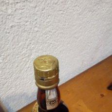 Coleccionismo de vinos y licores: BOTELLA DE COGNAC PEQUENA.. Lote 194764000