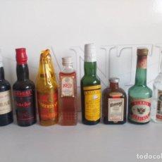 Coleccionismo de vinos y licores: PEQUEÑO BOTELLÍN BRANDY, COÑAC, ANÍS,LICOR, BENEDICTINO, GINEBRA, ETC... Lote 194875350