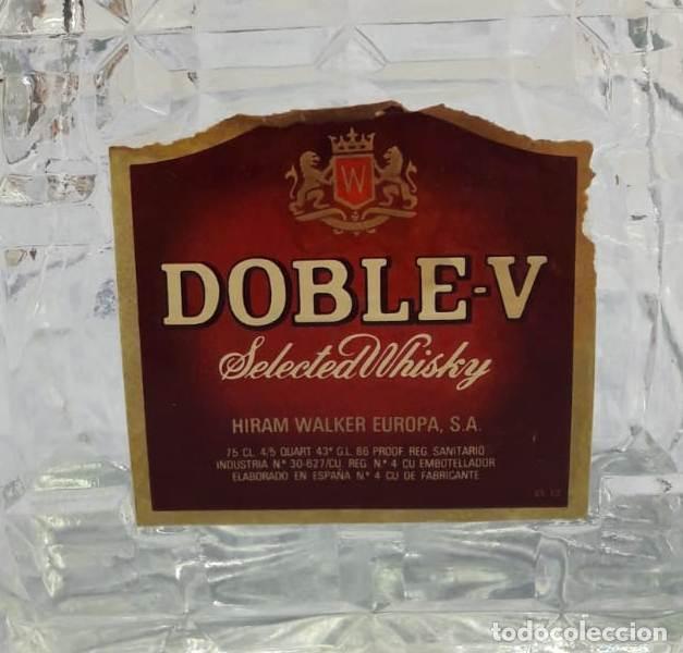 Coleccionismo de vinos y licores: LICORERA DE CRISTAL WHISKY DOBLE-V. AÑOS 70 - Foto 2 - 194886580