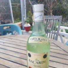 Coleccionismo de vinos y licores: BOTELLA DE RON BACARDI. Lote 195205238