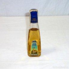 Coleccionismo de vinos y licores: BOTELLA DE HIERBAS IBICENCAS - MARI MAYANS.20 CL.. Lote 195225083