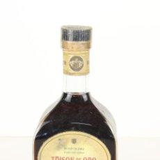 Coleccionismo de vinos y licores: BRANDY DE JEREZ TOISON DE ORO, AGUSTÍN BLAZQUEZ. Lote 195277502