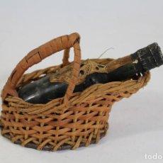 Coleccionismo de vinos y licores: BOTELLA MINI ANTIGUA DE VINO MALVASIA VINHO MADEIRA CON CESTITA DE MIMBRE. Lote 195353390