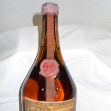 Coleccionismo de vinos y licores: ANTIGUA BOTELLA LICOR SANTA VITTORIA.CINZANO. Lote 195408988