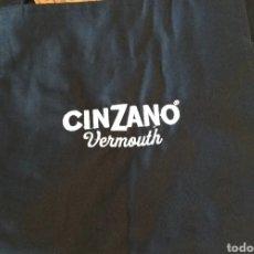 Coleccionismo de vinos y licores: CINZANO - DELANTAL LARGO - PUBLICIDAD VERMOUTH ITALIANO. Lote 195429881