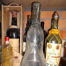 Coleccionismo de vinos y licores: BOTELLA MUY RARA CON DISPENSADOR GRIFO IDEAL PARA DECORAR. Lote 195473072