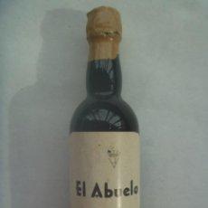 Coleccionismo de vinos y licores: ANTIGUA MINI BOTELLA DE VINO EL ABUELO , DE BODEGAS SAN BLAS , CHICLANA ( CADIZ ). SIN BRIR. Lote 195628363