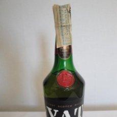 Coleccionismo de vinos y licores: BOTELLA WHISKY VAT 69. PRECINTO IMPORTACIÓN. AÑOS 70. NUEVA SIN ABRIR.. Lote 197077993
