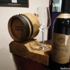 Coleccionismo de vinos y licores: SOPORTE PARA BOTELLA DE MARQUÉS DE ARIENZO. Lote 198482396