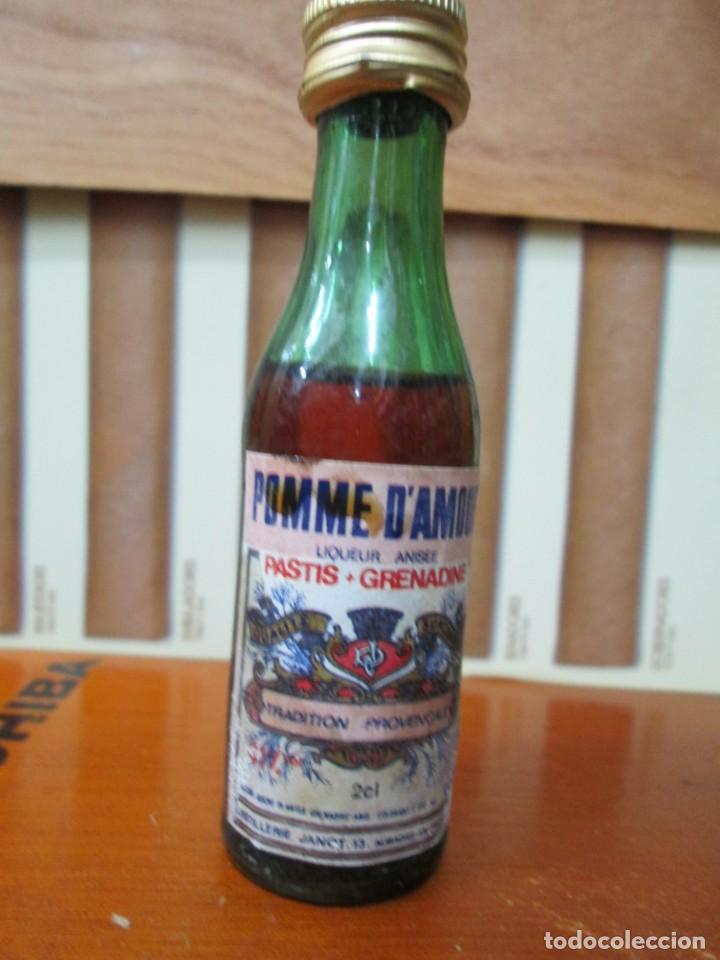 ANTIGUO BOTELLIN, POMME DAMORR PASTIS (Coleccionismo - Botellas y Bebidas - Vinos, Licores y Aguardientes)