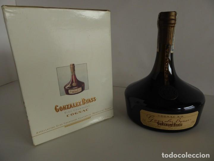 ANTIGUA BOTELLA DE COGNAC X.O. DE GONZALEZ BYASS (Coleccionismo - Botellas y Bebidas - Vinos, Licores y Aguardientes)