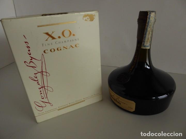 Coleccionismo de vinos y licores: ANTIGUA BOTELLA DE COGNAC X.O. DE GONZALEZ BYASS - Foto 2 - 48587108