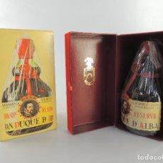 Coleccionismo de vinos y licores: BOTELLA DE BRANDY EXTRA GRAN DUQUE DE ELBA RESERVA PRECINTO DE 4 PESETAS. Lote 204655003