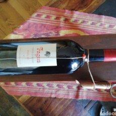 Coleccionismo de vinos y licores: MAGNUM CON SOPORTE DE MADERA. Lote 205438797