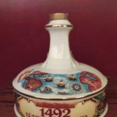 Coleccionismo de vinos y licores: BOTELLA DE RON AÑEJO 1492 EL DESCUBRIMIENTO DE PORCELANA VICTORIA C.A. 79CL , SELLADA. Lote 206155286
