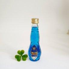 Coleccionismo de vinos y licores: BOTELLITA CURAÇAO BLUE TUNEL 12.3CM VIDRIO BOTELLIN MINI BOTELLA MINIATURA. Lote 206335566