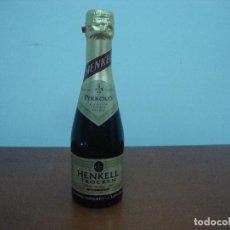 Coleccionismo de vinos y licores: BOTELLA ESPUMOSO HENKELL TROCKEN DRY SEC ESPECIAL LUFTHANSA 200 ML NUEVA. Lote 206506310